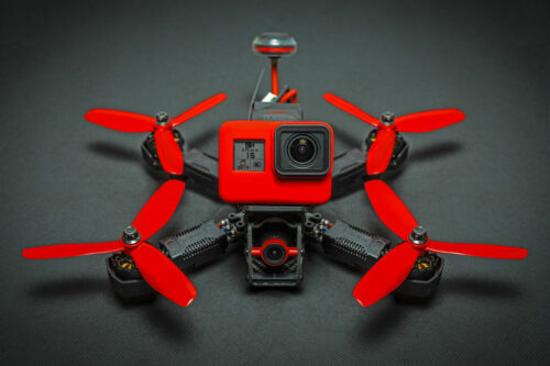 drone fpv cinématique fond noir